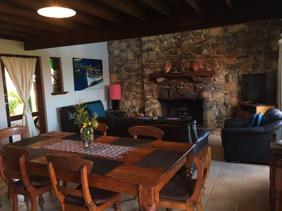 Prevelly, Australia: Lounge Dining -self contained house