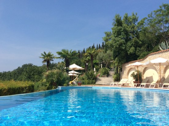 Marciaga di Costermano, Italië: Großer Pool Liegeterrassen