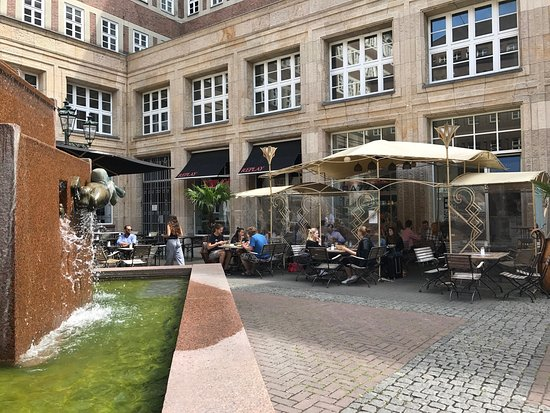 bazzar caff d sseldorf altstadt restaurant bewertungen telefonnummer fotos tripadvisor. Black Bedroom Furniture Sets. Home Design Ideas