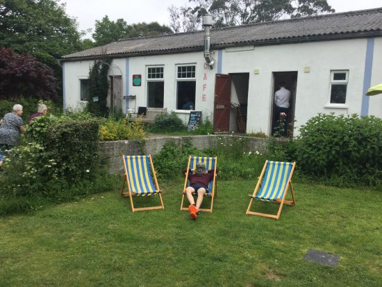 St Keverne, UK: Waiting for a meal of a lifetime at Fat Apples