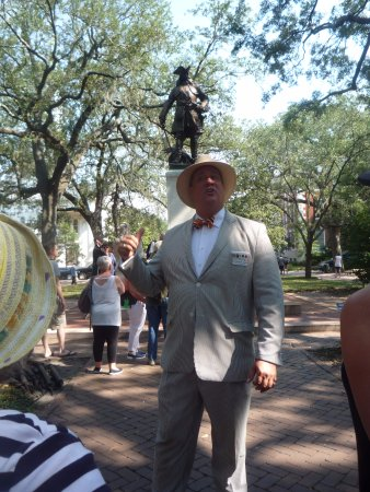 Savannah Dan Walking Tours: Dan the man in one of the famous squares