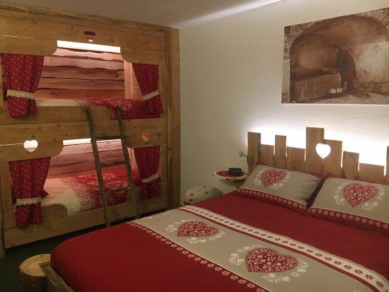 Camera larice con letto a castello tirolese per sentirvi for Camere di montagna