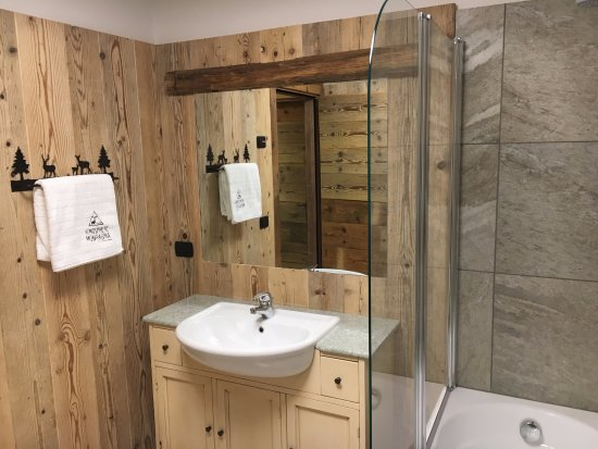 Bagno con vasca-doccia - Foto di Atmosphere di Montagna, Fraviano ...