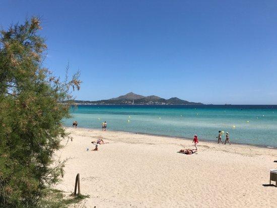 Iberostar Playa de Muro: Strand hinter dem Hotel