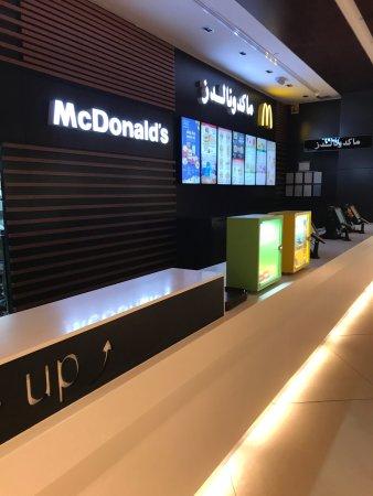 Farwaniya, Kuwait: McDonalds 360 mall