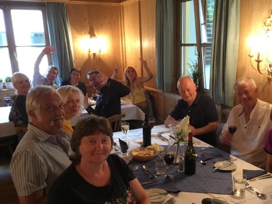 Chalet Tirol : Dining room with fellow guests