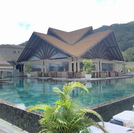 la piscine 224 d233bordement le domaine de lorangeraie
