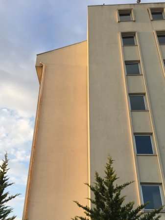 Bilkent Hotel and Conference Center: 朝一番の散歩も安心。