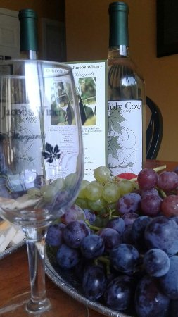 Pine Bush, NY: Christopher Jacobs Winery at Pennings Vineyard and Orchard.
