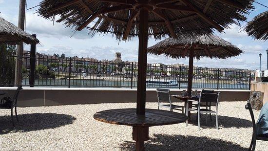 LES JARDINS DE LA SAONE : Plenty of seating outdoors