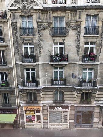 Best Western Paris Gare Saint Lazare: View from Room 404