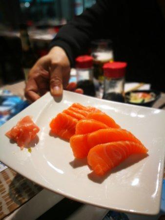 Sushi Masa : Fresh salmon sashimi!
