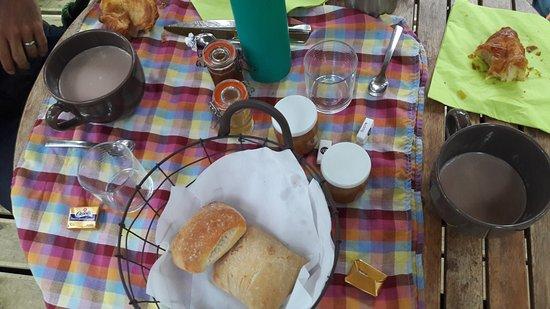 Loubieng, France: petit déjeuner