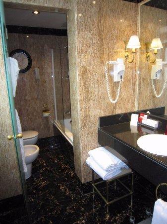 Gran Melia Fenix: Grand Premium room #703