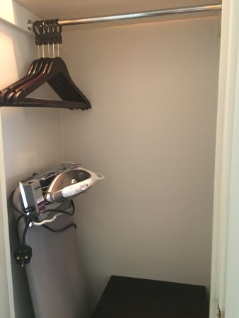 Steventon, UK: Wardrobe with insufficient hanging space for long items.