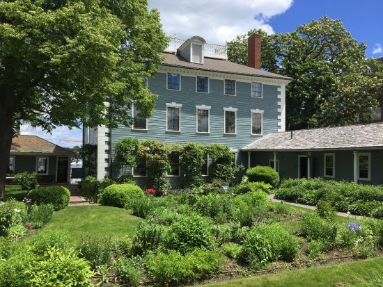Moffatt-Ladd House & Garden