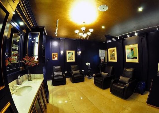 Mandaue, Filipiny: The first British inspired spa with certified DOH License Massage Therapist located inside Chong