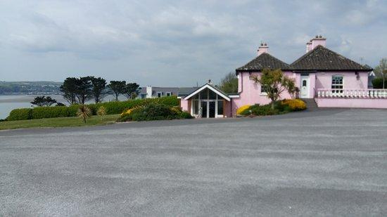 Kilbrittain, Irlandia: The Pink Elephant Bar & Restaurant