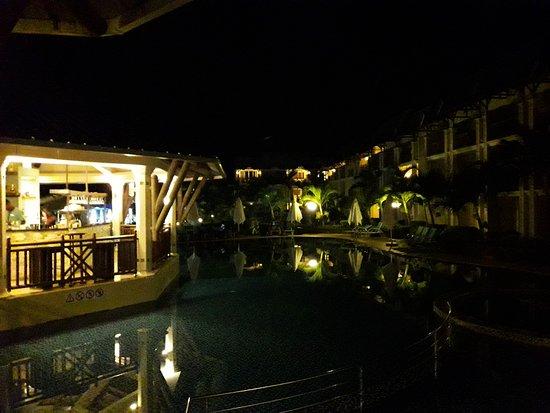 Pearle Beach Resort & Spa: Poolbar