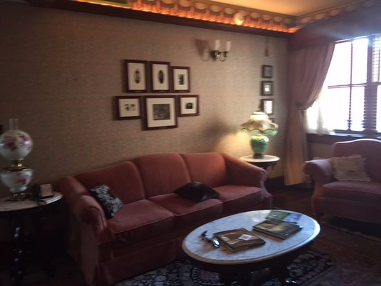 Perry, IA: Sitting room in the king suite