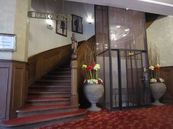 Barons Boutique Hotel: Stairs and lift