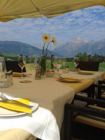 Saalfelden am Steinernen Meer, Austria: Gedeckter Tisch