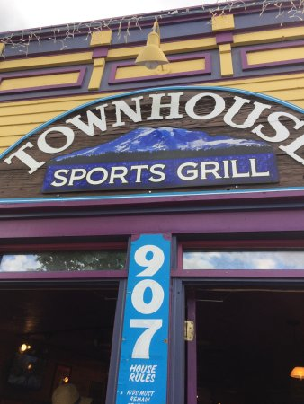 Townhouse Sports Grill: Nice