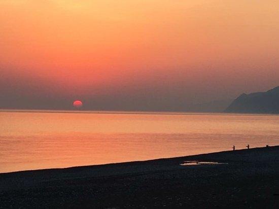 Asahi-machi, Japan: 同じ朝日町には、ヒスイが採れるヒスイ海岸があり、夏泳いだ後にらくち〜のでお風呂というのも良いです。