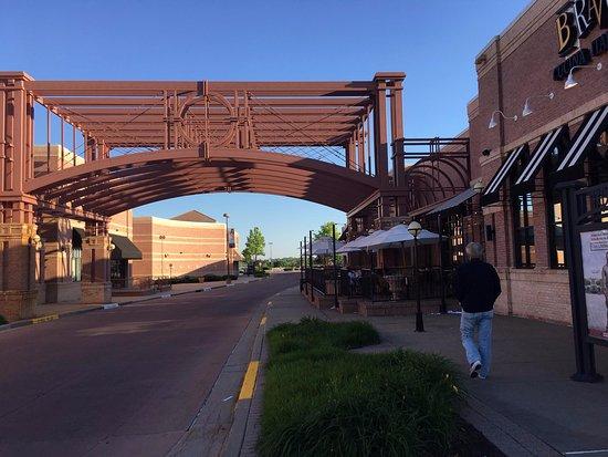 Leawood, KS: Patio area