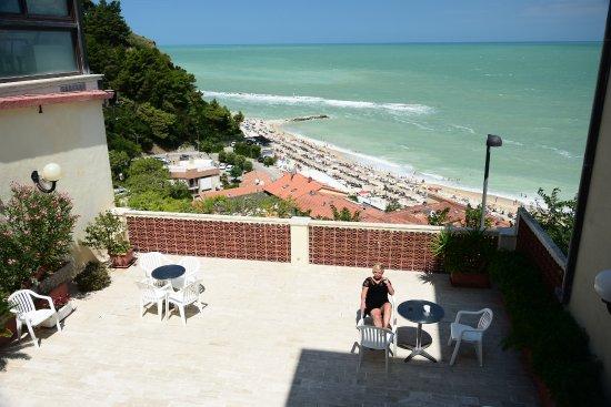 terrazza e ingresso Hotel - Foto di Hotel Bellavista, Numana ...