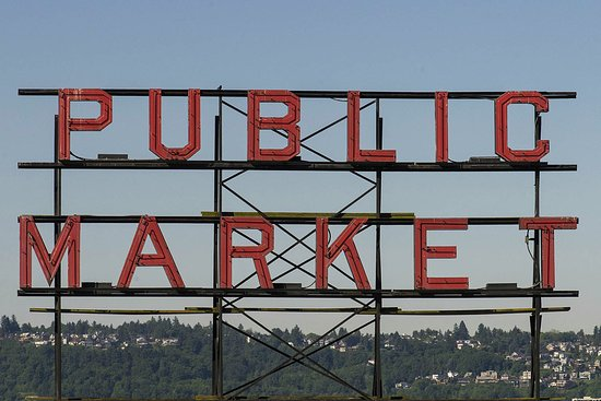 Four Seasons Hotel Seattle: A short walk to the Public Market (less than 5 minutes)
