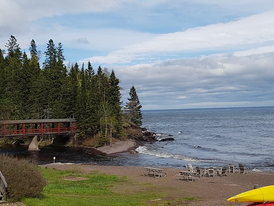 Lutsen, MN: View from parking place in front of the hotel lodge