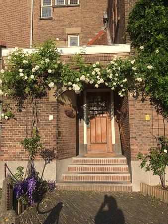Ambassade Arena Aparthotel: Reception at Berkenbosch Blokstraat 9 - next to the Lourdes Church
