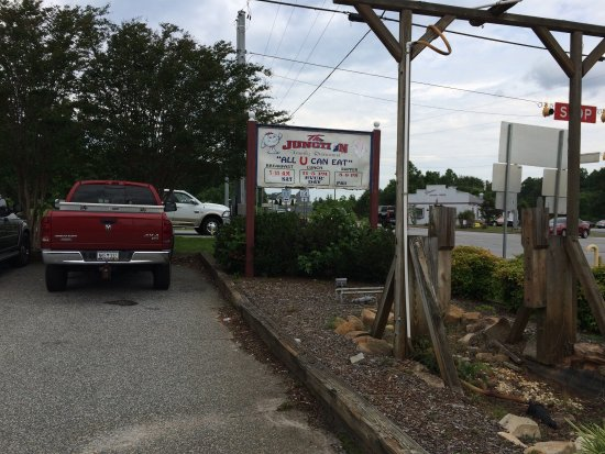 Landrum, SC: Restaurant seemed to be a local favorite.