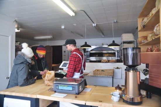 L'Anse-Saint-Jean, Канада: Des clients contents et une vue du four