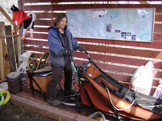 Tagish, Canadá: Explaining the racing sled.