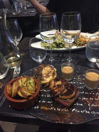 Saint Maurice, Francia: Filet de boeuf et foie gras chaud / Pommes de terre à l'ail