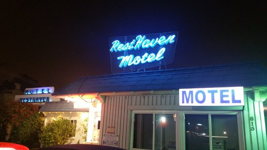 Rest Haven Motel: 20170602_221512_large.jpg