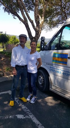 Mendo Insider Tours : The best wine tasting day ever! And we all dug the cool yellow kicks..