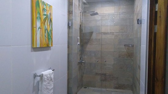 Hotel Plaza Yara: great shower!