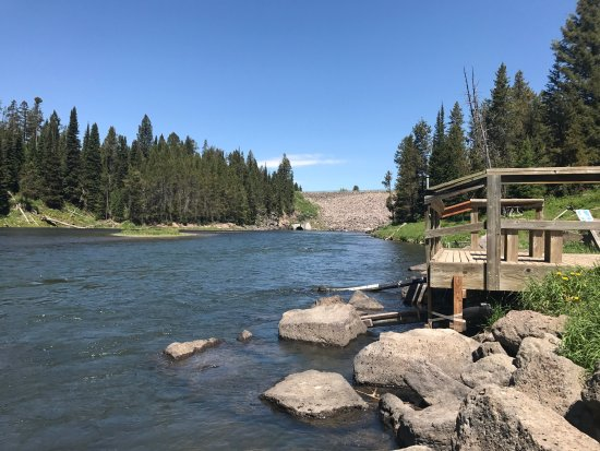Island Park, ID: Our cabin was relaxing and cozy, a perfect romantic getaway, but enough room for a family. We ar