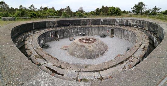 Bunkermuseet Hirtshals: Den største bunker med kanonstilling. Man kan komme ind i denne bunker ved adgang via museet.