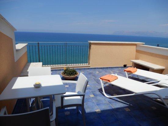 terrasse bild von hotel punta nord est castellammare. Black Bedroom Furniture Sets. Home Design Ideas