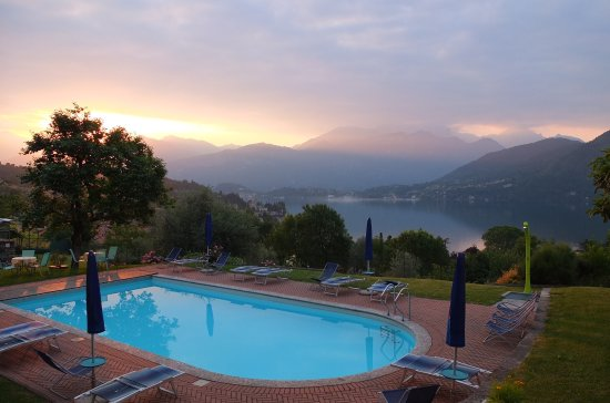 Mezzegra, Italy: Pool at dawn