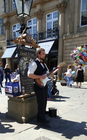 York Terror Trail : The Time Traveller's Guide To York