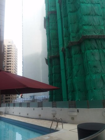 Garden View Hong Kong : If you like the sound of penumatic hammers,the pool at Garden View is the place to be
