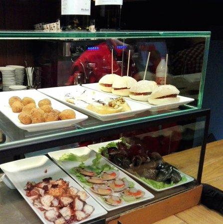Vinothek Cervantes: Taps, croquets, sandwiches, appetizers