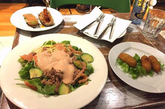 Vinothek Cervantes: Tuna salad, appetizers, croquets