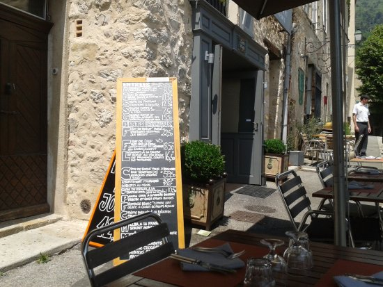 terrasse ombragée - Bild von Restaurant Chez Hugo, Seillans ...