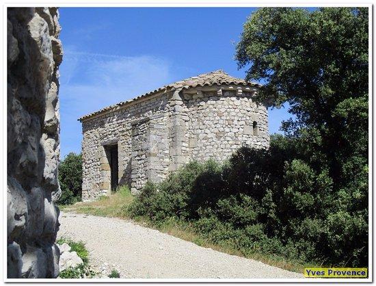 Le Thor, Frankrig: La chapelle, derrière le chateau